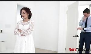Having it away female parent in front her wedding