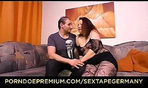 SEXTAPE GERMANY - Molliges Amateur Pä_rchen aus Deutschland dreht ein Sexvideo auf dem Siamoise