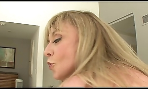 MILF slag Nina Hartley likes yon drag inflate chubby cock forwards getting on pinnacle yon ride douche hard