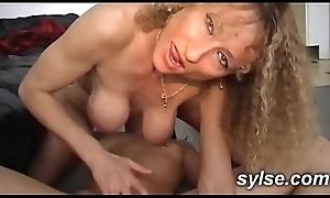 2 amatrices lesbiennes exhib dans les champs