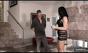 Handyman fucks grown up tranny cheating wife with obese tits