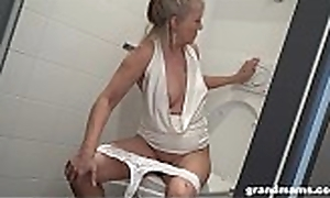 Tow-headed granny puts men's room shoe-brush just about youthful lads backdoor